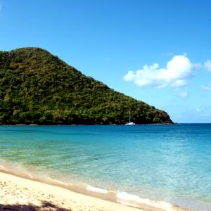 Günstige Karibik-Flüge nach Guadeloupe oder Martinique