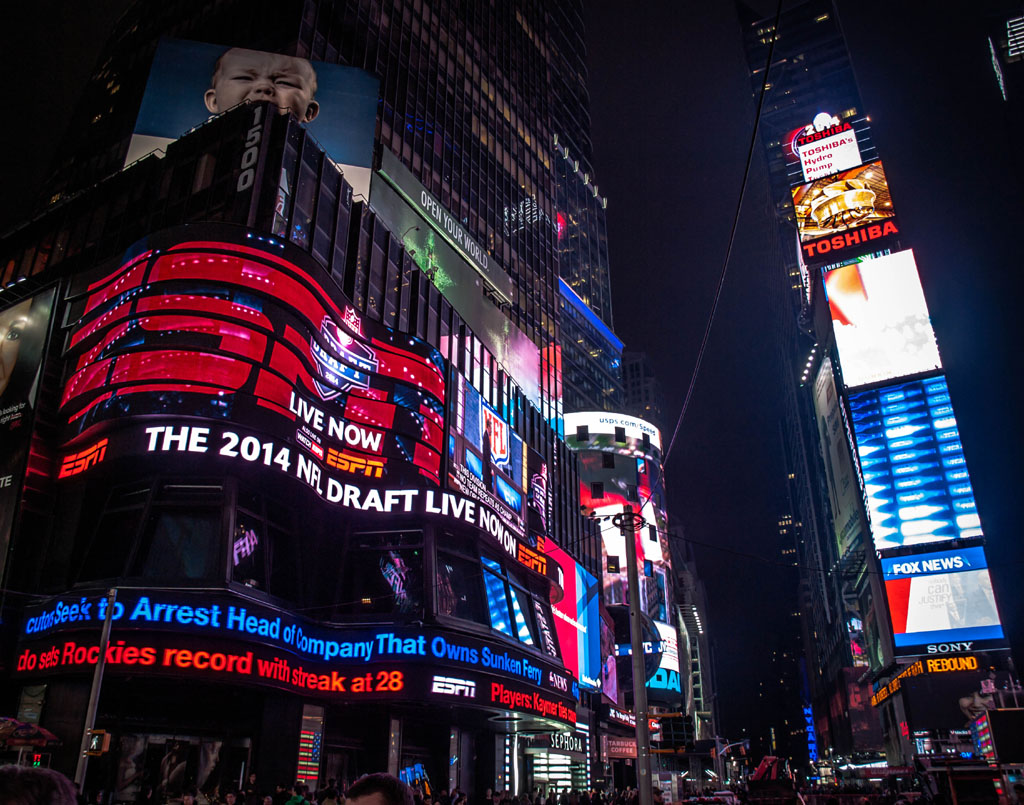 am abend in new york beim nfl draft am times square
